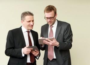 Auch die VMware-Manager Thomas Kühlewein (links) und Jörg Hesske nutzen schon die VMware Horizon Suite