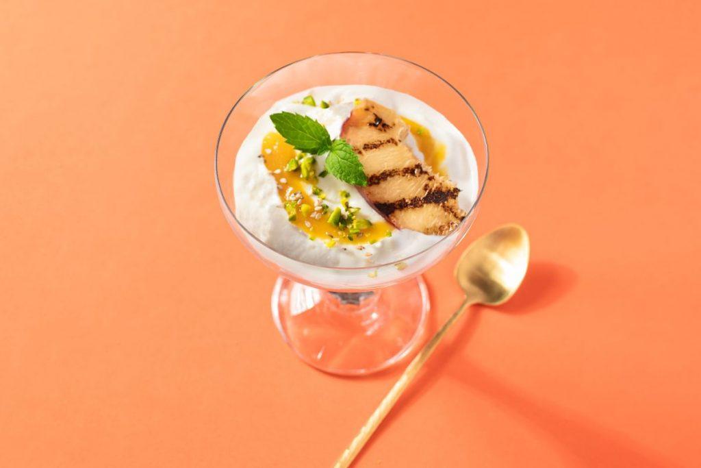 Rezept von Apostels: Frozen Joghurt mit gegrillter Nektarine - Foto: Apostels
